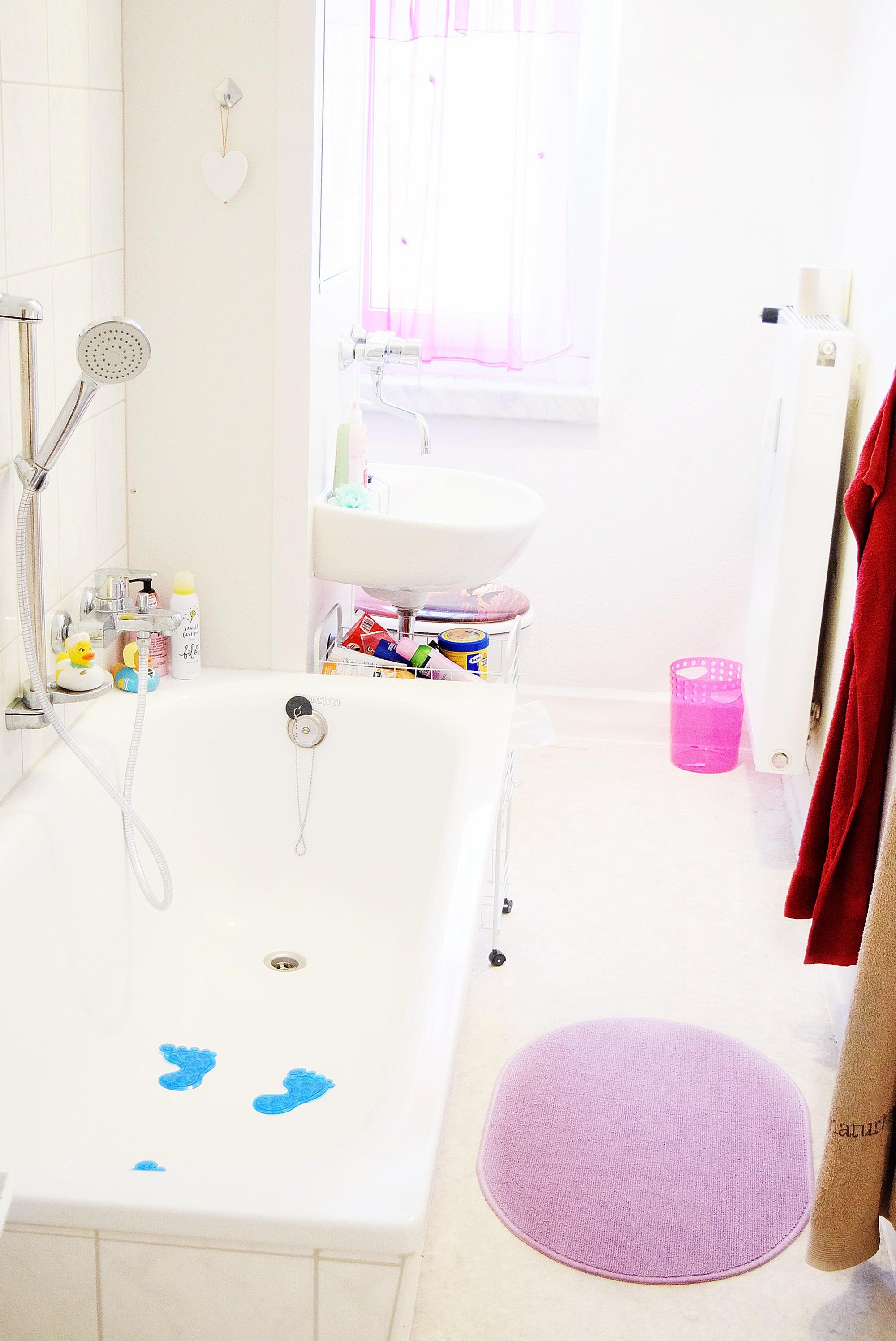 roomtour durch mein badezimmer calistas traum. Black Bedroom Furniture Sets. Home Design Ideas
