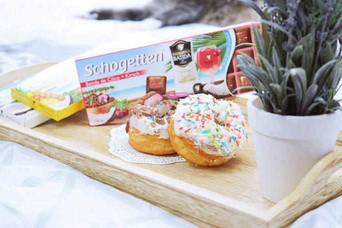 Donuts mit Kirschfrosting und Schogetten Batida de Côco Kirsch